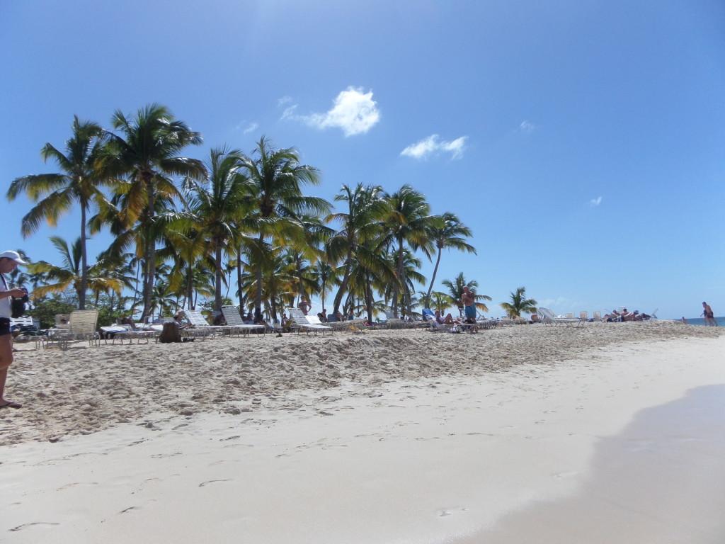 Bacardi Island, Caya Levanto